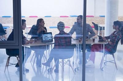 Къде да седнете на масата за преговори?
